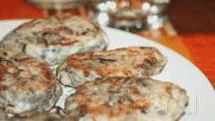 Варені котлети з морською капустою